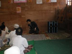 Mengajar di Madrasah Ibtidaiyah